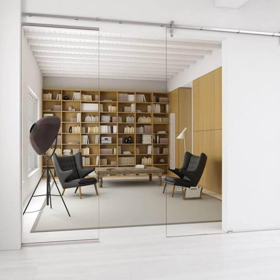 Schiebetür aus Glas zum hellen Studio