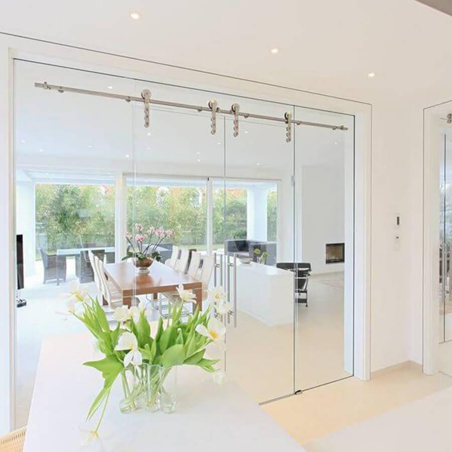 Helle Glasschiebetür Küche zum Wohnraum