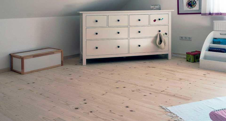 Bodenbelag Massivholzdielen im Kinderzimmer
