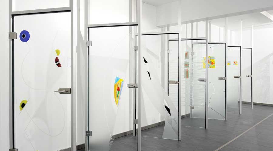 Glastür im Holz-Zentrum Schwab zur Ausstellung